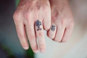 ינשוף ועץ על האצבעות