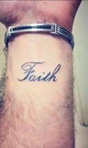 קעקוע faith לפרק היד