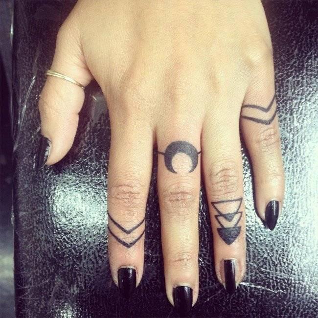 קעקוע סמלים לאצבעות